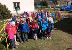 Stavění májky ve školce 30.4.2021